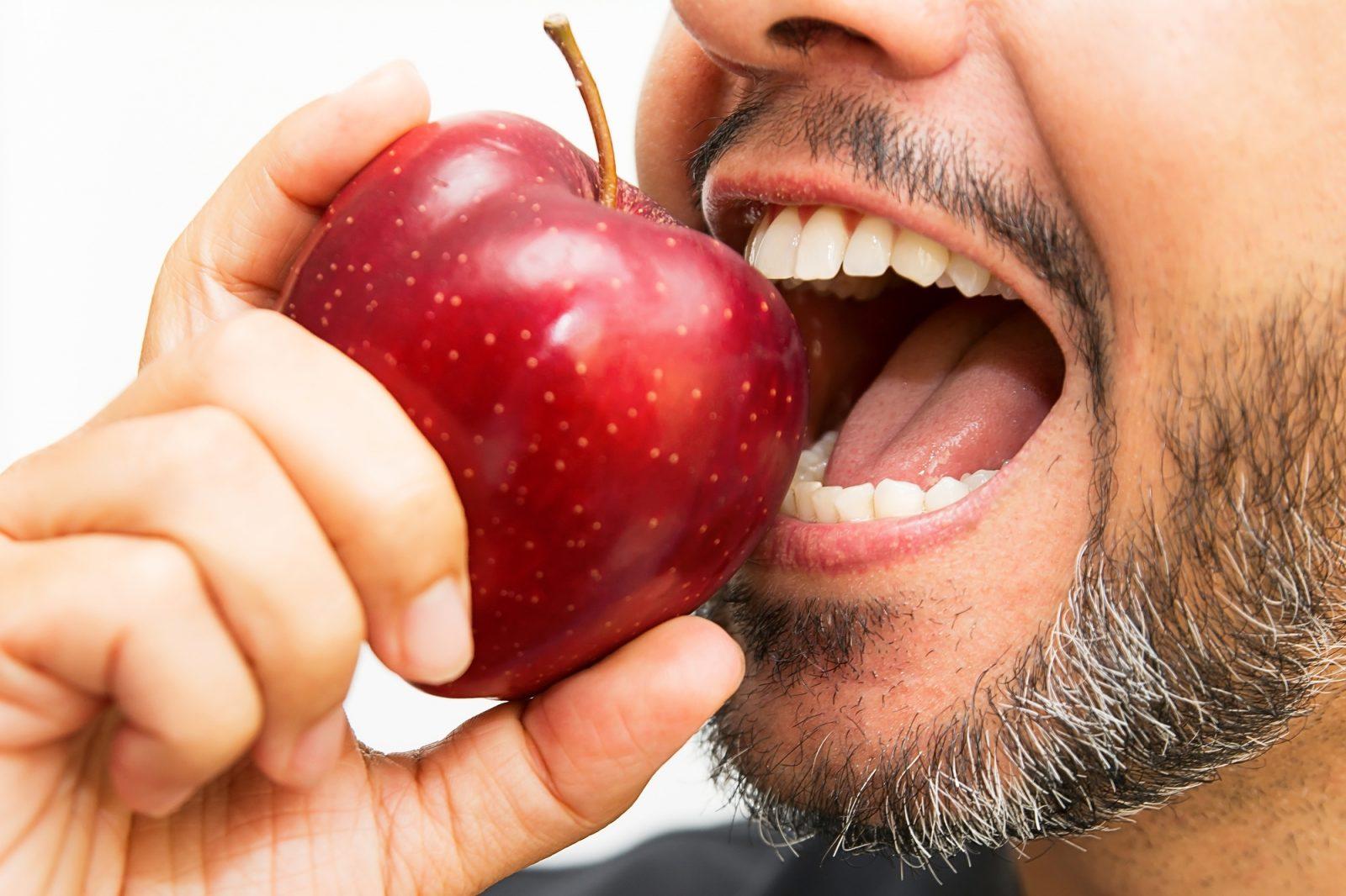 Implant dentaire : un remplaçant parfait ?